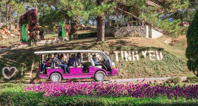 Xe điện trong thung lũng tình yêu