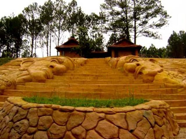 Ngôi Nhà Đất Đỏ Bazan Đà Lạt
