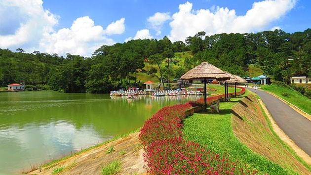 Hồ Đa Thiện trong vắt, một trong những điểm nhấn của Thung lũng Tình yêu.