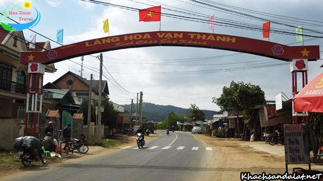 Cổng chào làng hoa vạn thành