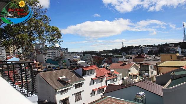 View Từ Sân Thượng Tại Khách sạn Phước Thịnh Đà Lạt