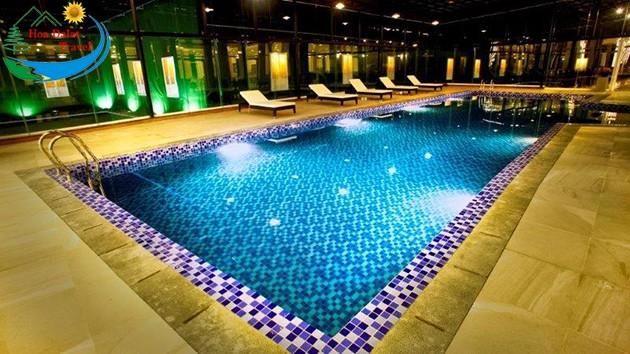 Hồ Bơi Tại Khách Sạn LADALAT