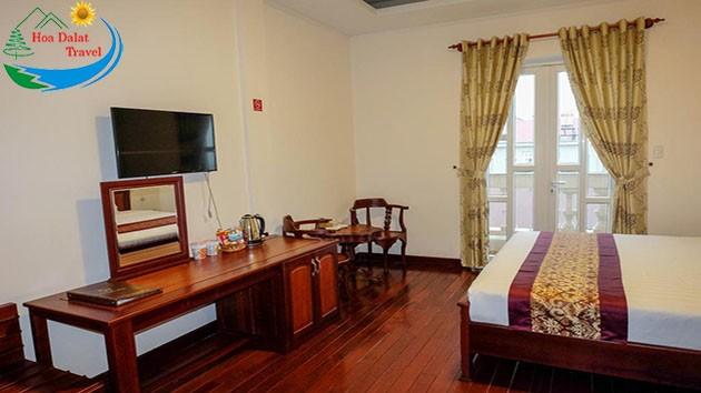 Phòng 2 Khách Tại Khách Sạn Đông Dương
