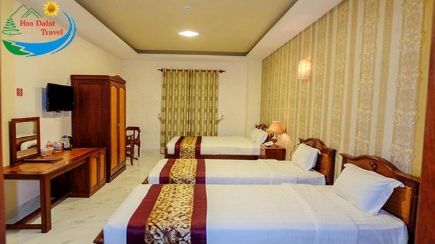 Phòng 4 Khách Tại Khách Sạn Đông Dương