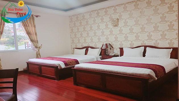 Phòng Deluxe Giường Queen Tại Khách Sạn Đông Dương