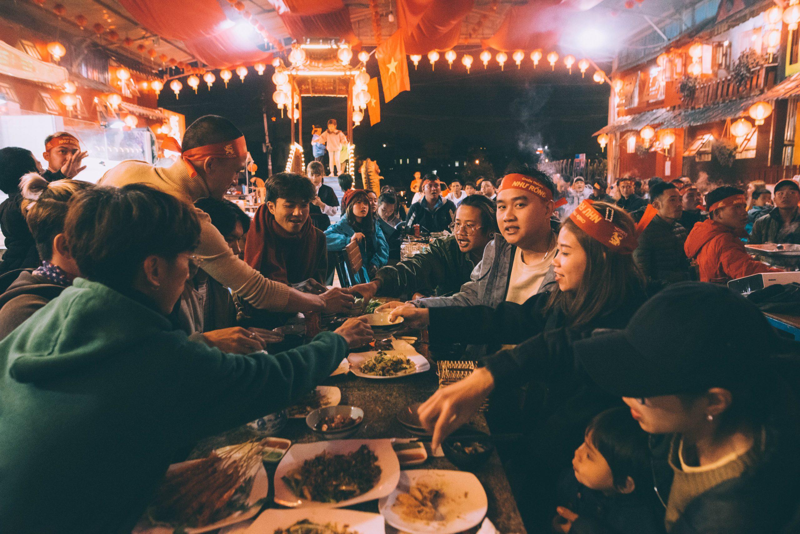 cùng bạn bè thưởng thức những món ăn ngon tại kiếm hiệp làng chài