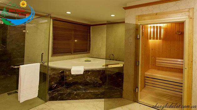 nhà vệ sinh khách sạn mường thanh