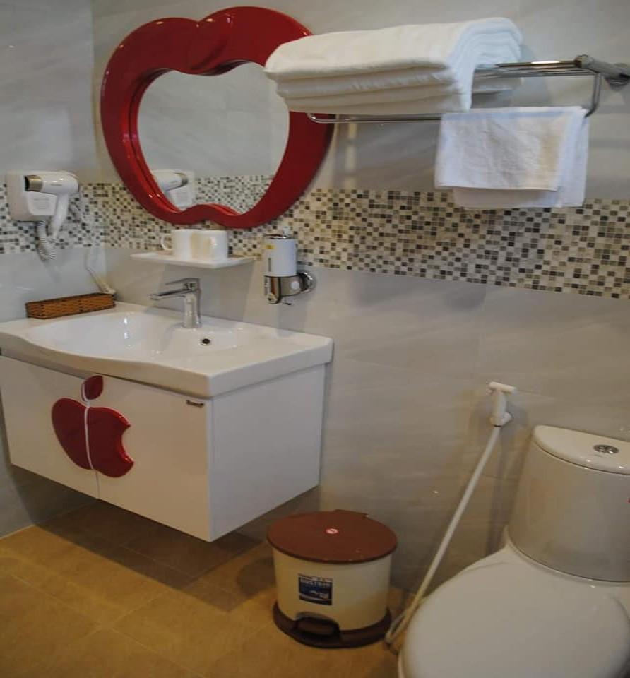 Nhà vệ sinh khách sạn My ty Đà Lạt
