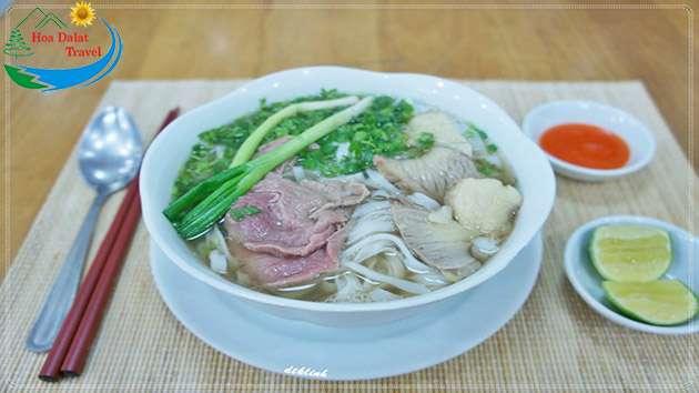 Phở món ăn sáng hấp dẫn ở Đà Lạt